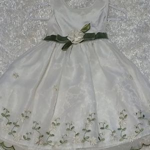 Beautiful formal Dress with embroidery